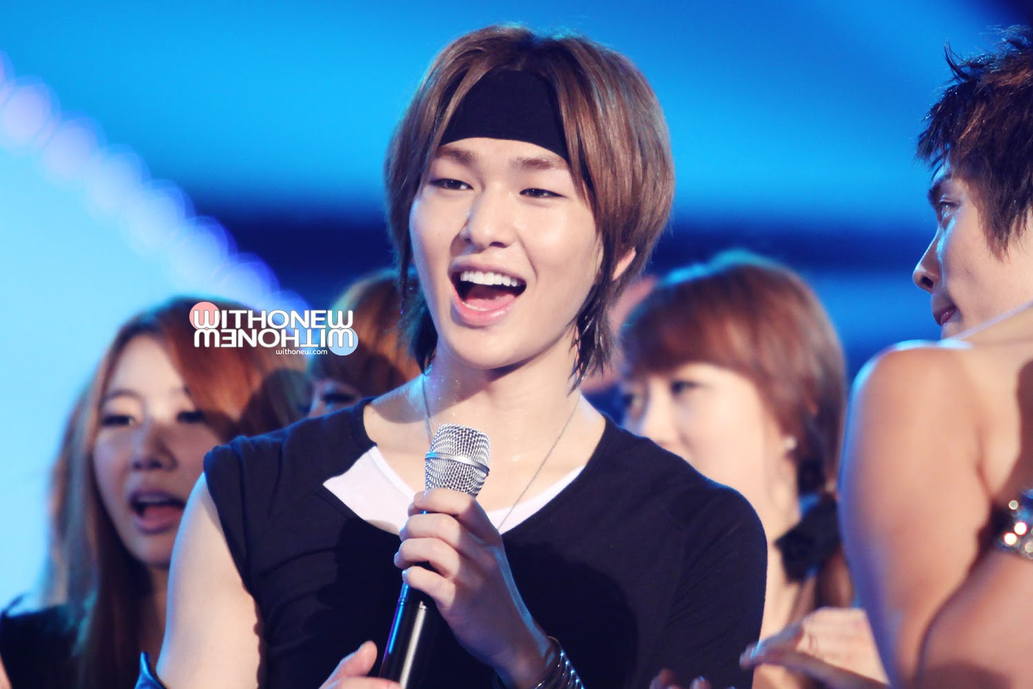 http://onewstly.files.wordpress.com/2010/08/onew-012.jpg